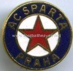 Фен клуб на Спарта Прага-старата им емблема е жестока.