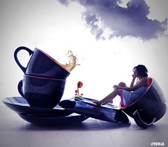 добро утро с усмивка и чаша кафе,лек ден с голяма усмивка